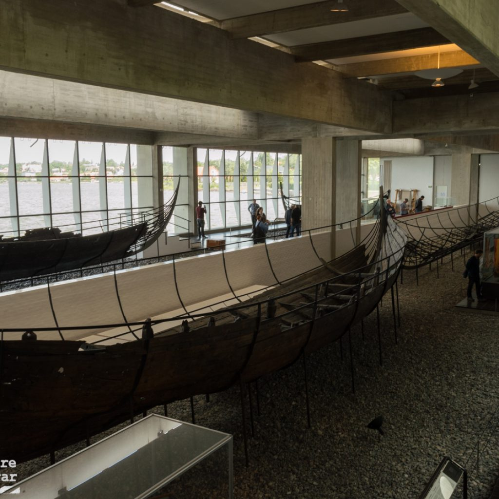Museo de barcos vikingos desde adentro